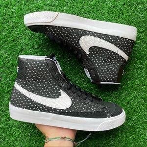 Nike Blazer Mid '77 Black/ White